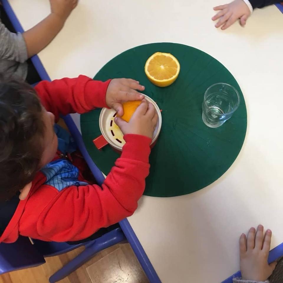 Facciamo la spremuta! - laboratori didattici scuola maria montessori